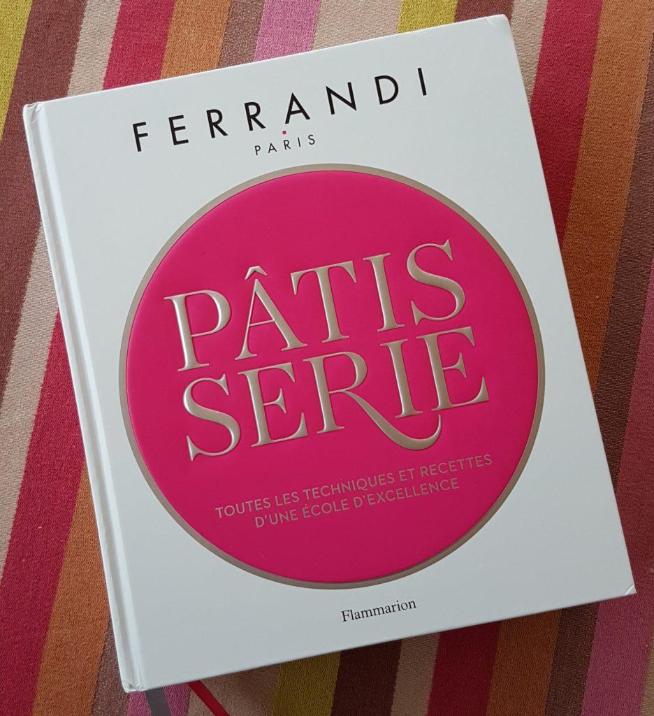 Je viens de recevoir et découvrir le superbe livre «Pâtisserie» de l\u0027école  Ferrandi paru en octobre dernier aux éditions Flammarion.
